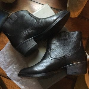 Kenneth Cole Reaction Black Leather Boots